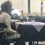 Catador chega a restaurante de luxo com R$ 50, é atendido e foto viraliza