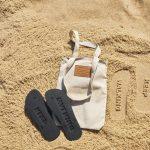 Reserva e Johnnie Walker lançam chinelo que deixa pegadas especiais nas areias