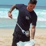 Medina e um time de voluntários promoveram a limpeza na Praia da Conceição em Fernando de Noronha
