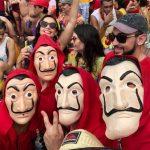 Fátima Bernardes e Túlio Gadêlha se disfarçam para pular Carnaval nas ruas de Olinda