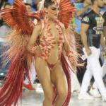 Juliana Paes se posiciona após look em desfile ser criticado por Ong
