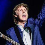 Paul McCartney já está no Brasil e foi andar de bicicleta no Parque do Povo
