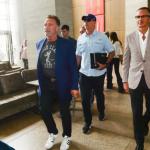 Arnold Schwarzenegger chega ao Brasil para evento