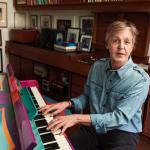 """Paul McCartney vai escrever musical baseado no clássico """"A Felicidade Não se Compra"""""""