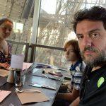 Rodrigo Lombardi e família se decepcionam com vista dentro da Torre Eiffel