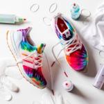 Adidas comemora Woodstock com sneaker tie-dye