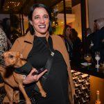 Glória Coelho e cachorrinho Gold