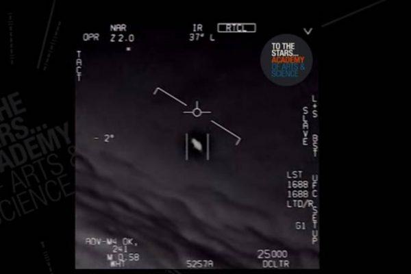 Vídeos do Pentágono que mostram OVNIs são reais, diz Marinha dos EUA