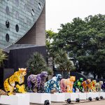 Exposição espalha esculturas de onças estilizadas na cidade de SP