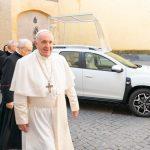 SUV Duster agora é o novo Papamóvel