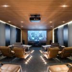 Sala de cinema vira destaque em casa contêiner
