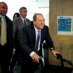 Após receber sentença, Harvey Weinstein passa mal e é levado para hospital