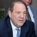 Harvey Weinstein cai na cela e tem concussão