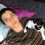 Camila Pitanga posta foto da namorada e do gato de estimação