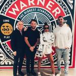 Anitta assina com Warner dos EUA e anuncia músicas em inglês e espanhol