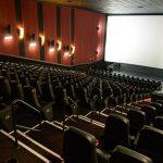 Cinemas só devem voltar ao normal em 2022, diz CEO do Cinemark
