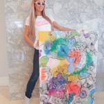 Paris Hilton se encanta por obra de artista brasileira