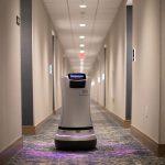Hotel na Califórnia tem camareira-robô que entrega doces e vinho