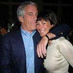 Ghislaine Maxwell, ex-namorada de Jeffrey Epstein acusada de aliciar meninas, é presa nos EUA