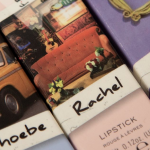 """Marca de maquiagem lança coleção inspirada em """"Friends"""""""