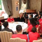 Antonella Maison armou almoço surpresa entre jovens da oficina de basquete da Gerando Falcões e Hortência Marcari