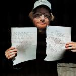 Ed Sheeran faz leilão de seus brinquedos de infância e anotações de músicas para ajudar crianças carentes