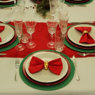 Aprenda a decorar mesa de Natal sem gastar muito