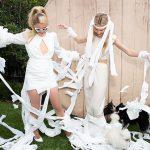 Paris Hilton surpreende com vestido de noiva feito de papel higiênico